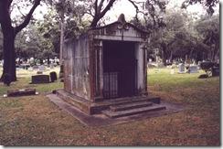 Palm_Cemetery_in_Winter_Park,_FL_-_Creepy_Mausoleum