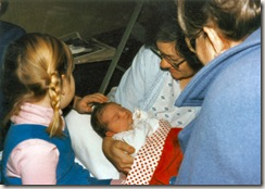 1984 12 25 Cordelia and Bedstemor meet Elinor for the first time, she is 6 hours old