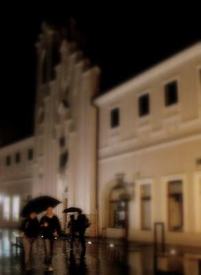 Oradea. Noapte, ploaie, cautari. Bulevardul Republicii