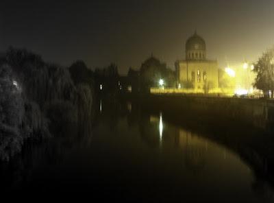 Oradea. Oglindiri nocturne