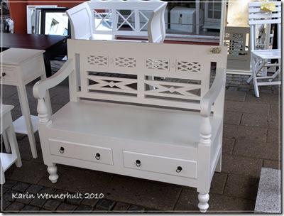 Möbelförsäljning även utomhus