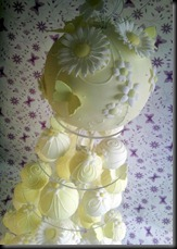 Bauble-Cake-Yellow-close-up