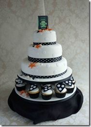 3-tier-Passport-wedding-cake-with-polka-dots-and-cupcakes1