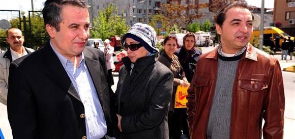 Münevver Karabulut'un babası Süreyya Karabulut (solda) ve annesi Nagihan Karabulut. (ntvmsnbc)