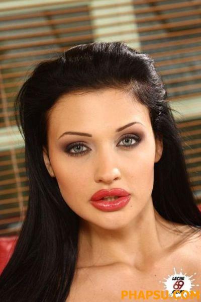 silicone_lips_make_640_23.jpg