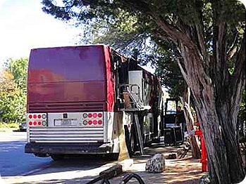 hagger-bus-unloading