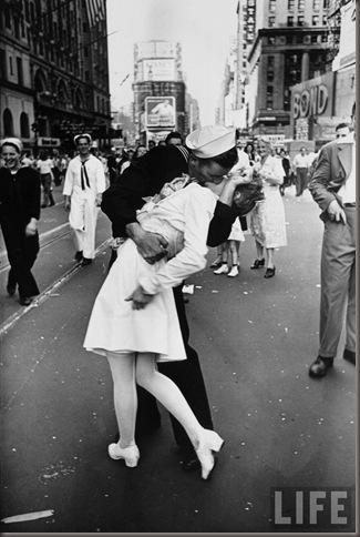 Vj_day_kiss