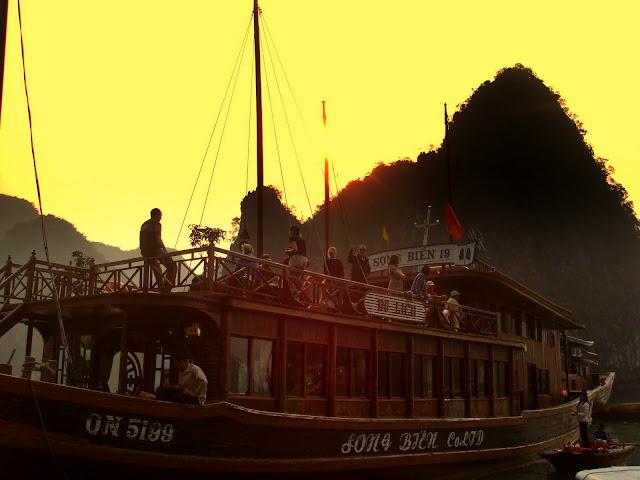 La baie d 39 along - A quel heure le soleil se couche ...