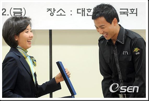 KimNamGil-FC.com Award form Mongolian Goverment (19)
