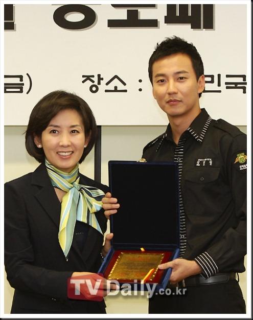 KimNamGil-FC.com Award form Mongolian Goverment (31)