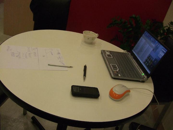 (圖:分析問題的桌子。)