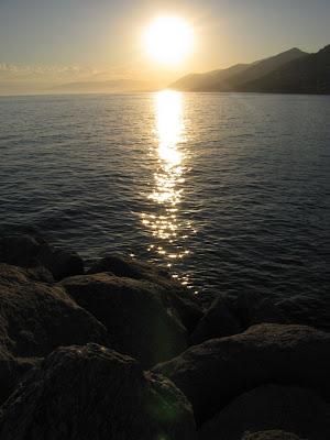 tenger és napfény