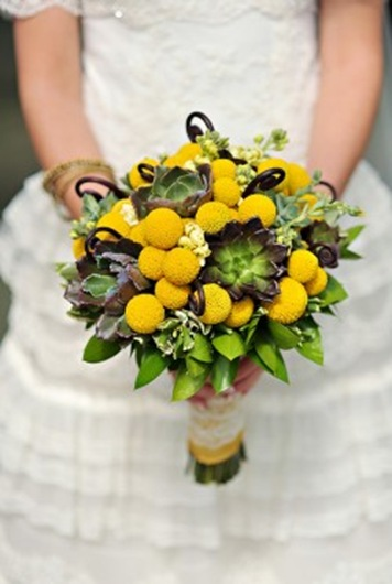 Billy-Ball-and-Monkey-Tail-Bridal-Bouquet-250x375