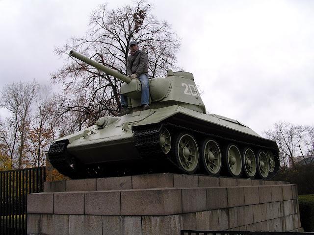☭ LA HUELLA SOCIALISTA SOVIETICA EN BERLIN ALEMANIA ☭ 080%20-%20Xul%20a%20Lomos%20del%20T-34