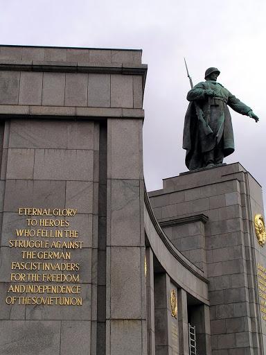 ☭ LA HUELLA SOCIALISTA SOVIETICA EN BERLIN ALEMANIA ☭ 091%20-%20Traducci%C3%B3n%20al%20Ingl%C3%A9s%20de%20la%20Inscripci%C3%B3n%20Cir%C3%ADlica