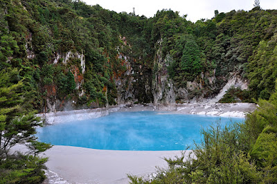 inferno crater lake, waimangu volcanic valley, nz