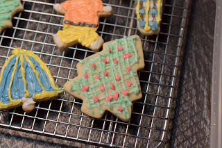 picture of festively decorated Christmas cookies