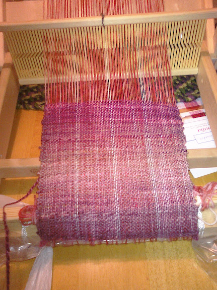 loom with scarf