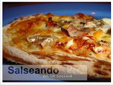 Pizza casera a la piedra, en lo que tardaría un pizzero en traerla