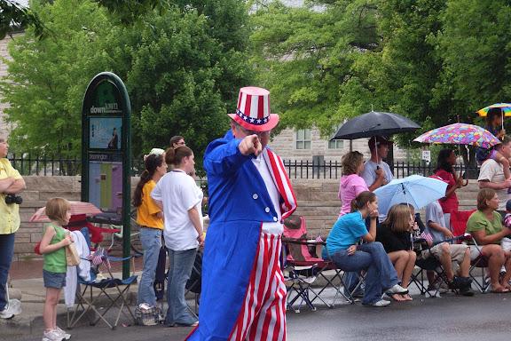 这位Uncle Sam给我摆了个特酷的造型。我没辜负他。拍下来了。