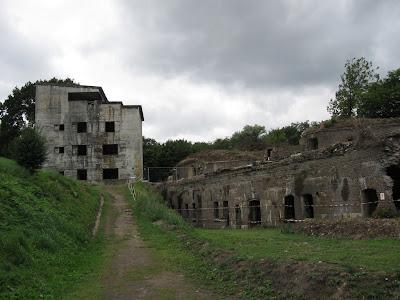 Fort Zachodni - widok na schron dowodzenia