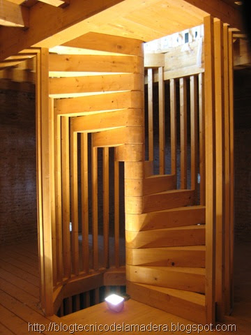 Blog t cnico de la madera escalera de madera laminada for Como trazar una escalera de caracol