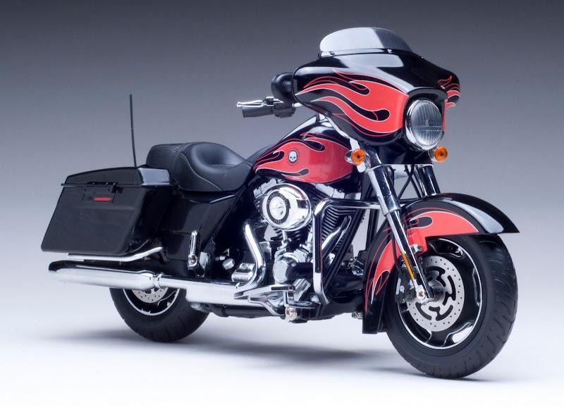 2010 Harley Davidson FLHX Street Glide Diecast Motorcycle Model 1 12