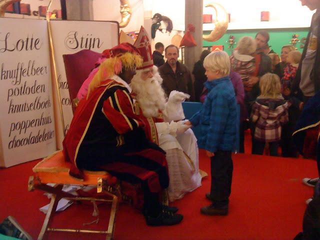 El Santa Claus holandés recibe a los niños en su casa
