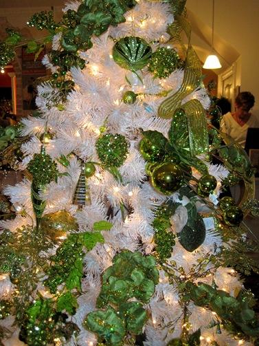 white green christmas tree