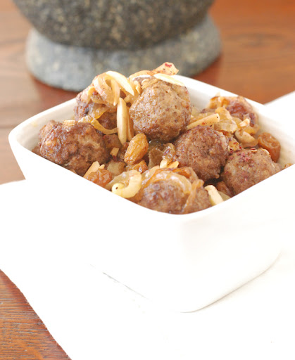 moroccan meatballs with raisins and onions