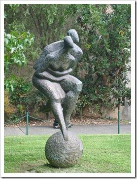Uni-statue