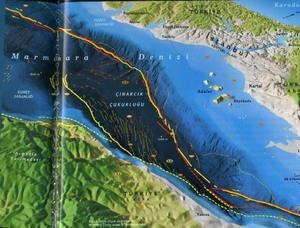 marmara-depremi-fay-hatti-cinarcik-cukuru.jpg