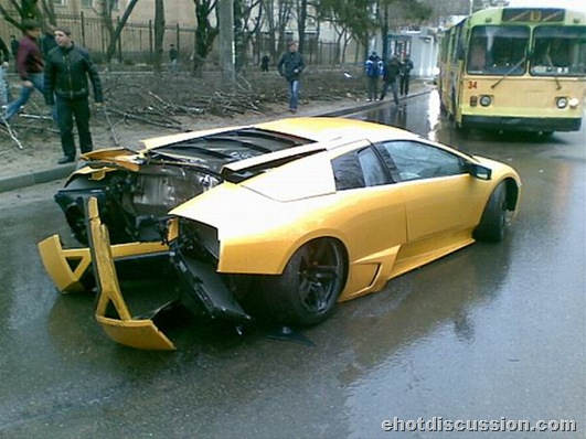Lamburnghani accident_worlds costliest car (1)