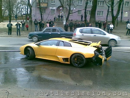 Lamburnghani accident_worlds costliest car