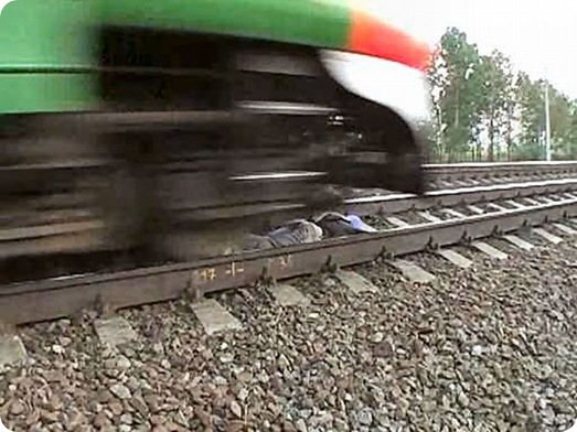 Dangerous Play by Russian Teens in railway track (4)