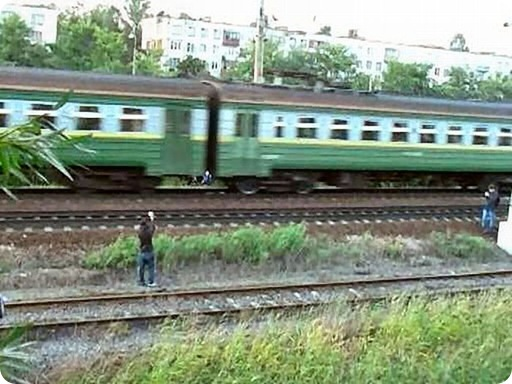 Dangerous Play by Russian Teens in railway track (6)