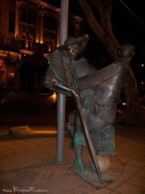 statue_20110220_tobeornot1