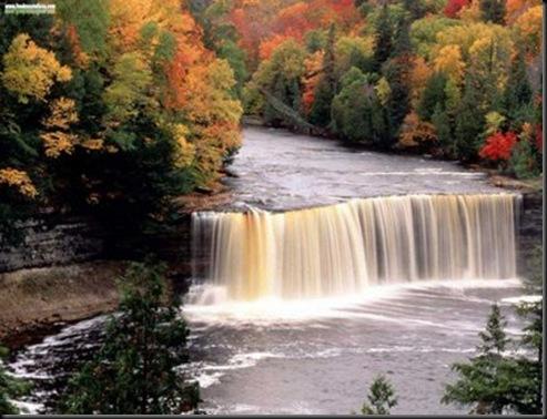 ELTALLERDELABRUJAMAR_Tahquamenon Falls, Michigan