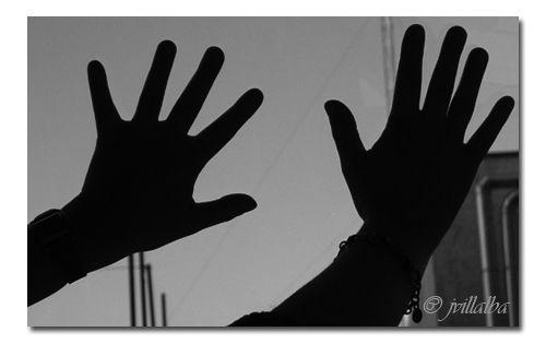 Con los dedos de una mano