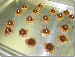 pretzel kisses 03