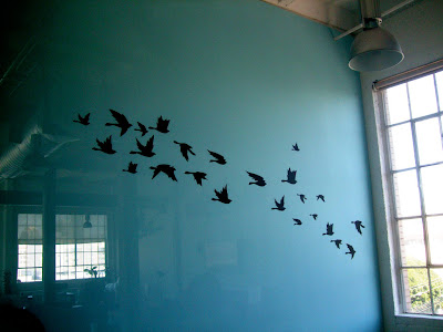 twitter office wall art 1 Entramos en las oficinas de Twitter