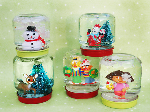 Baby food jar snow photo 3413383-1