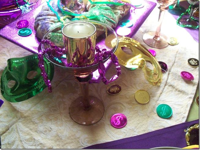 Mardi Gras tablescape 009