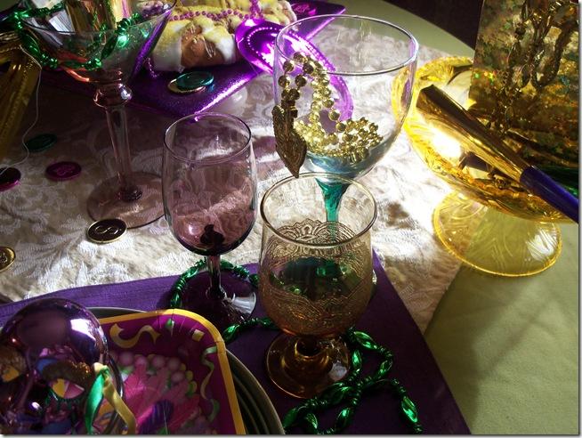 Mardi Gras tablescape 011