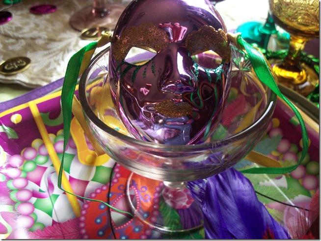 Mardi Gras tablescape 013