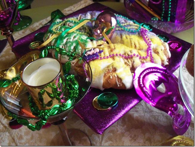 Mardi Gras tablescape 022