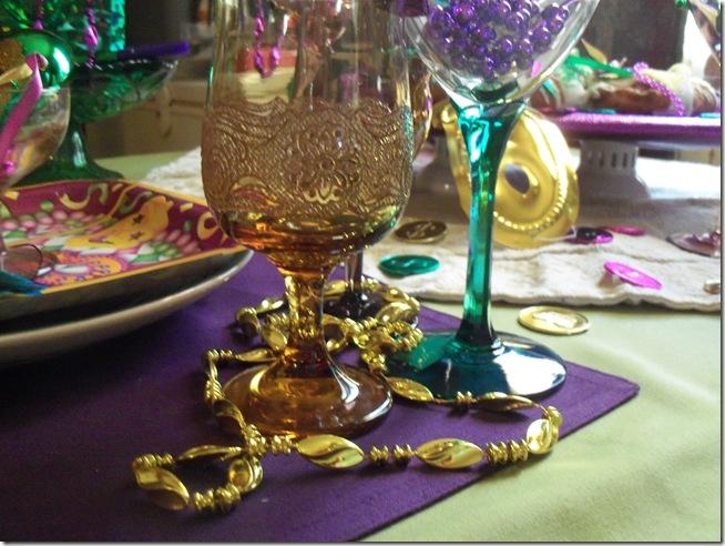 Mardi Gras tablescape 025