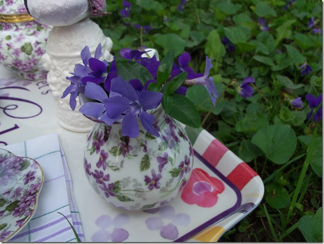 tea among the violets 003
