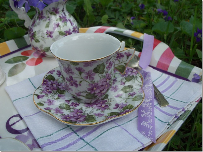 tea among the violets 010
