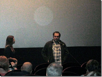 """Джулиан Шнабель (Julian Schnabel) приветствует зрителей перед показом его последнего фильма """"Мираль (Miral)"""". 14 сентября 2010 г."""